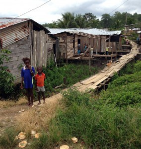 These Colombian refugees live in shacks built on a mangrove swamp across the border in Equador (photo: J.Cafiso/CJI)