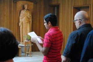 Manu Mathew SJ reads the prayers of the faithful at the memorial Mass. (Photo: CJI)